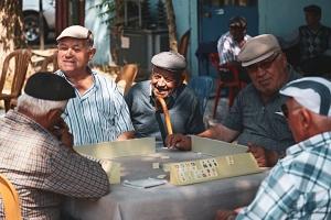 Astuce n° 1 pour lutter contre la solitude des personnes âgées : rejoindre un groupe d'activité pour créer du lien social